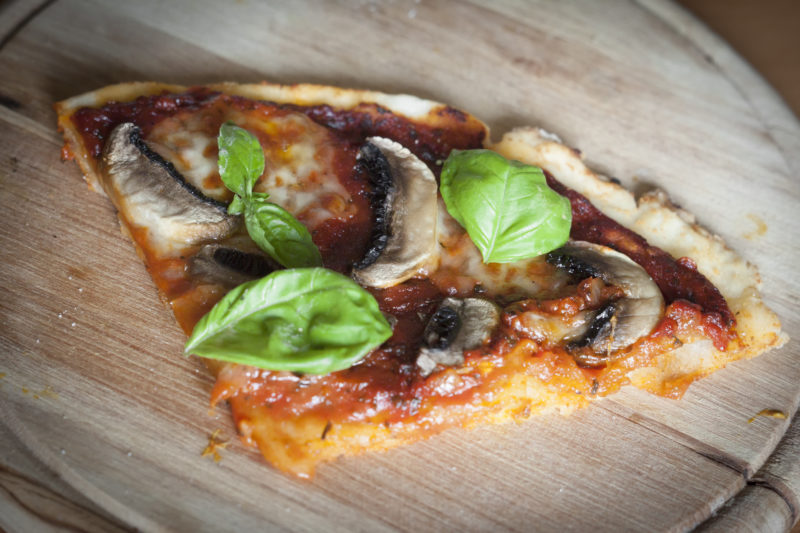 Kousek bezlepkové pizzy